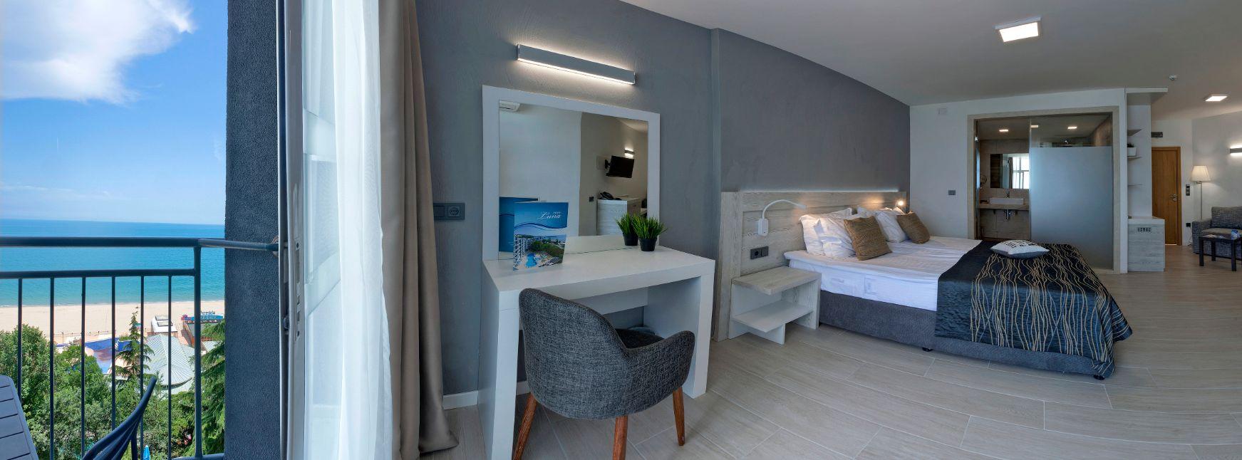 Family room sea viewLuna 8