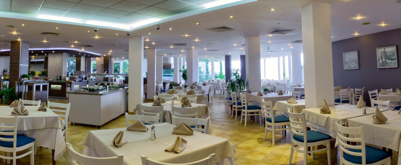 Main RestRestaurant Pano 3